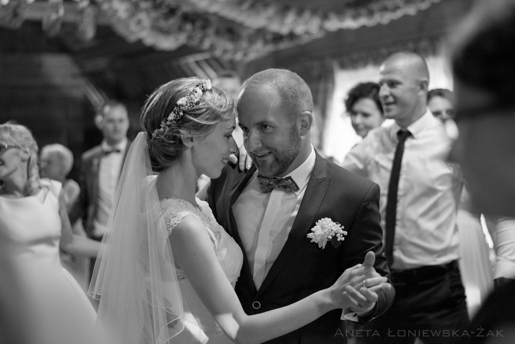 fotografia ślubna podlaskie, ślub, zabawa, wesele, pierwszy taniec, folwark nadawki