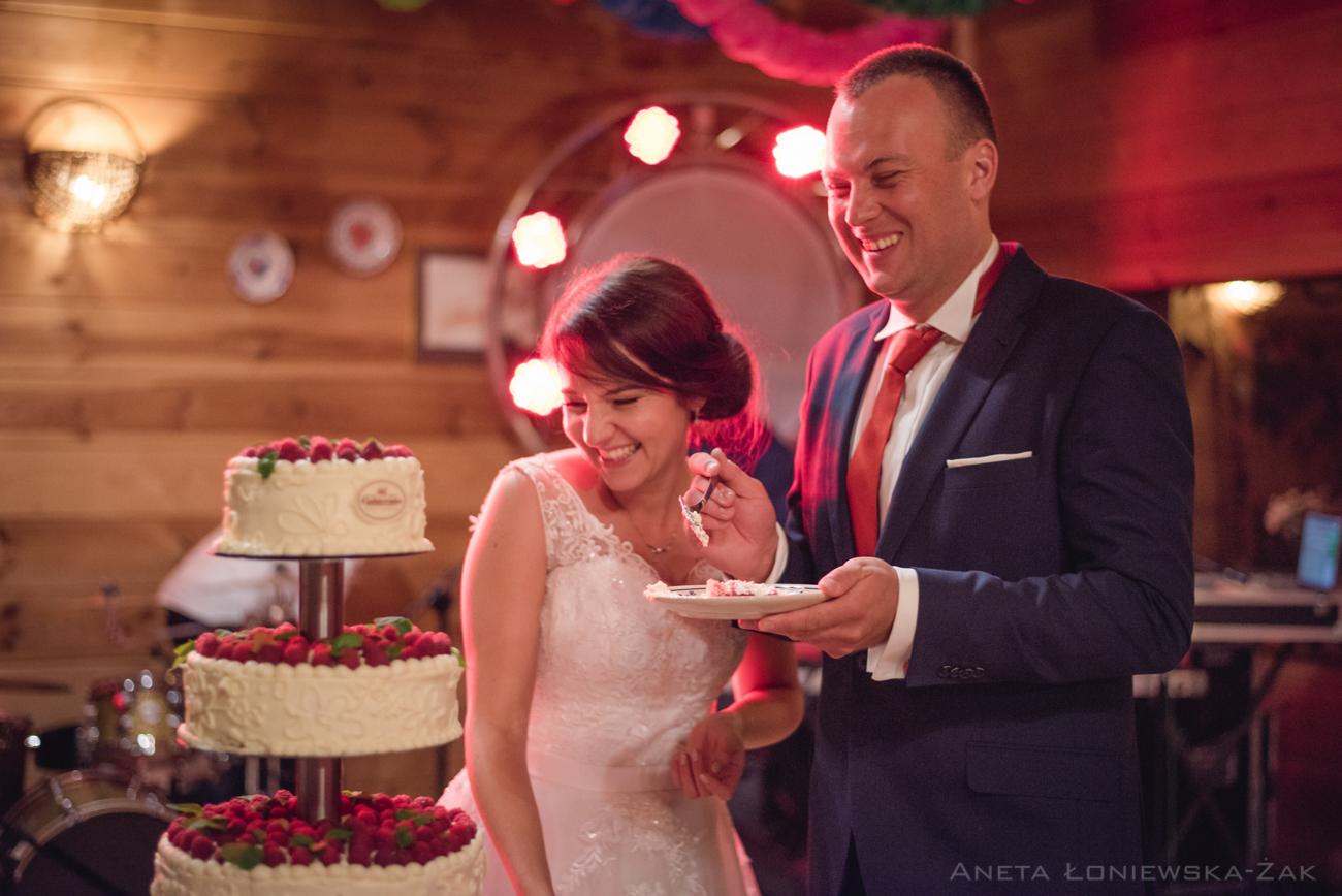 fotografia ślubna podlaskie, ślub, zabawa, wesele, folwark nadawki, tort weselny